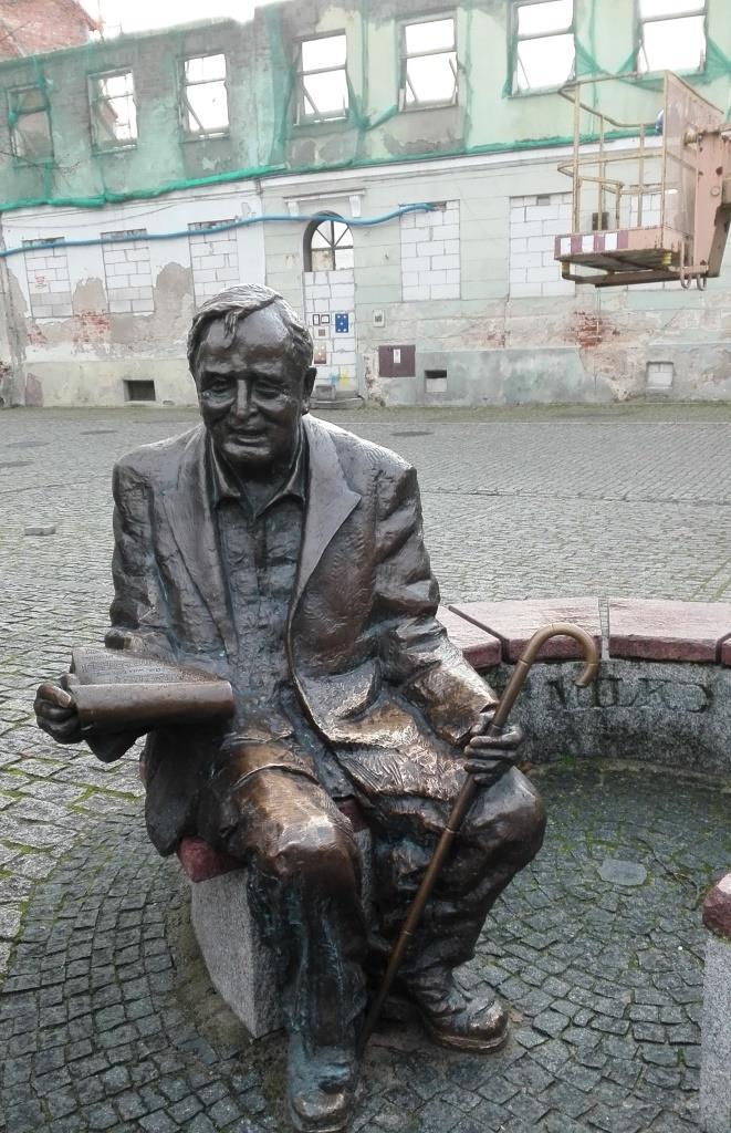 Pomnik -Waclaw Milke (1914-2008) - Zespol Dzieci Plocka