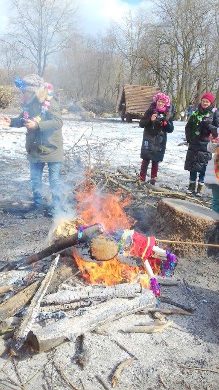 kielbaska przy ognisku
