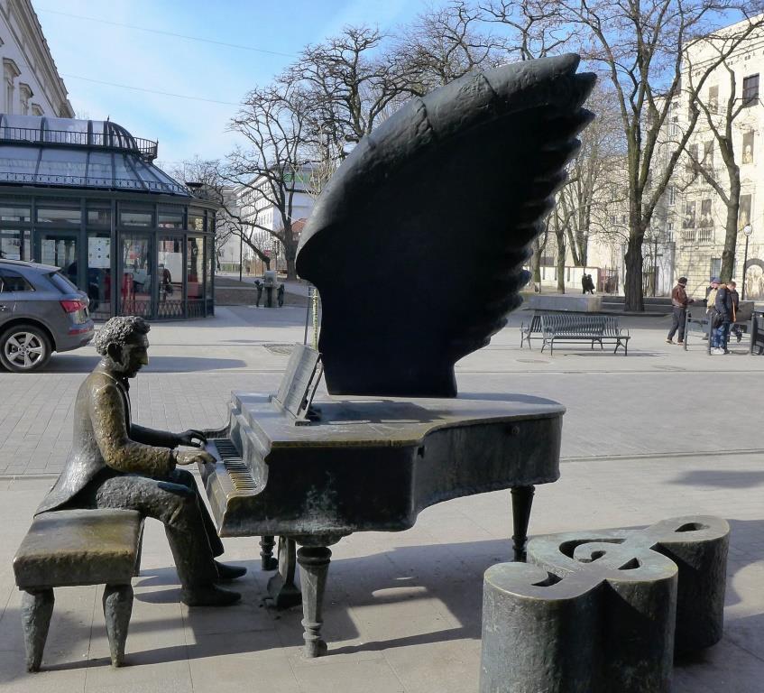 pomniki Lodzi - fortepian Rubisteina (1)