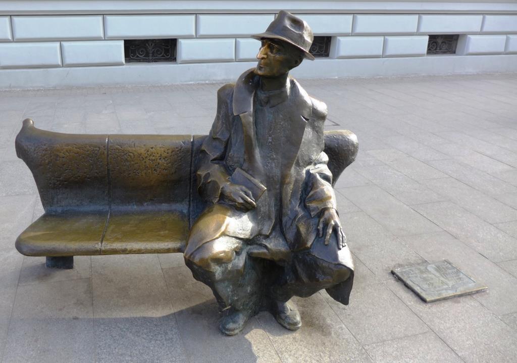 pomniki Lodzi -laweczka Tuwima
