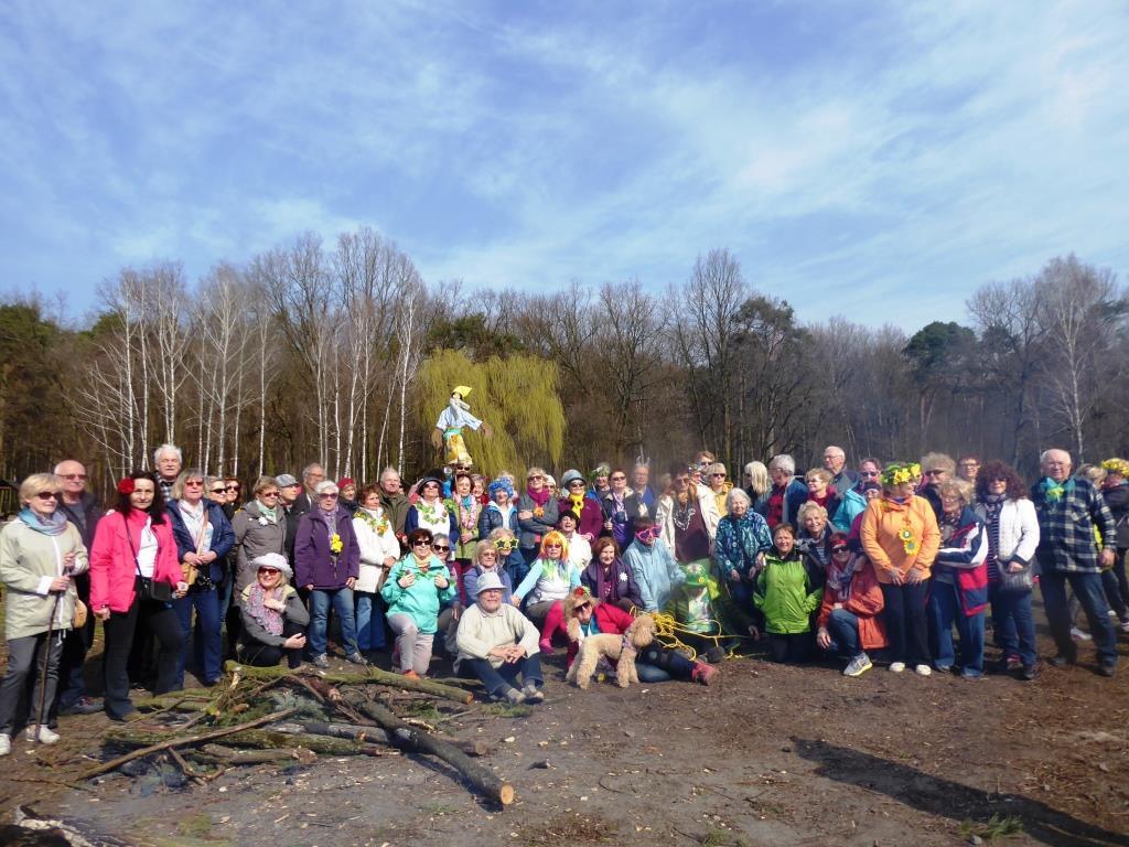 28-03-2017 grupa na polanie w Powsinie (2)